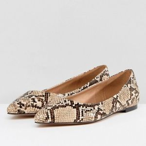 ✨ ASOS Latch Pointed Snakeskin Flat ✨